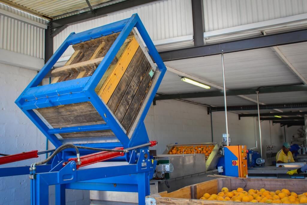 1 Semi-automatic bin tipper